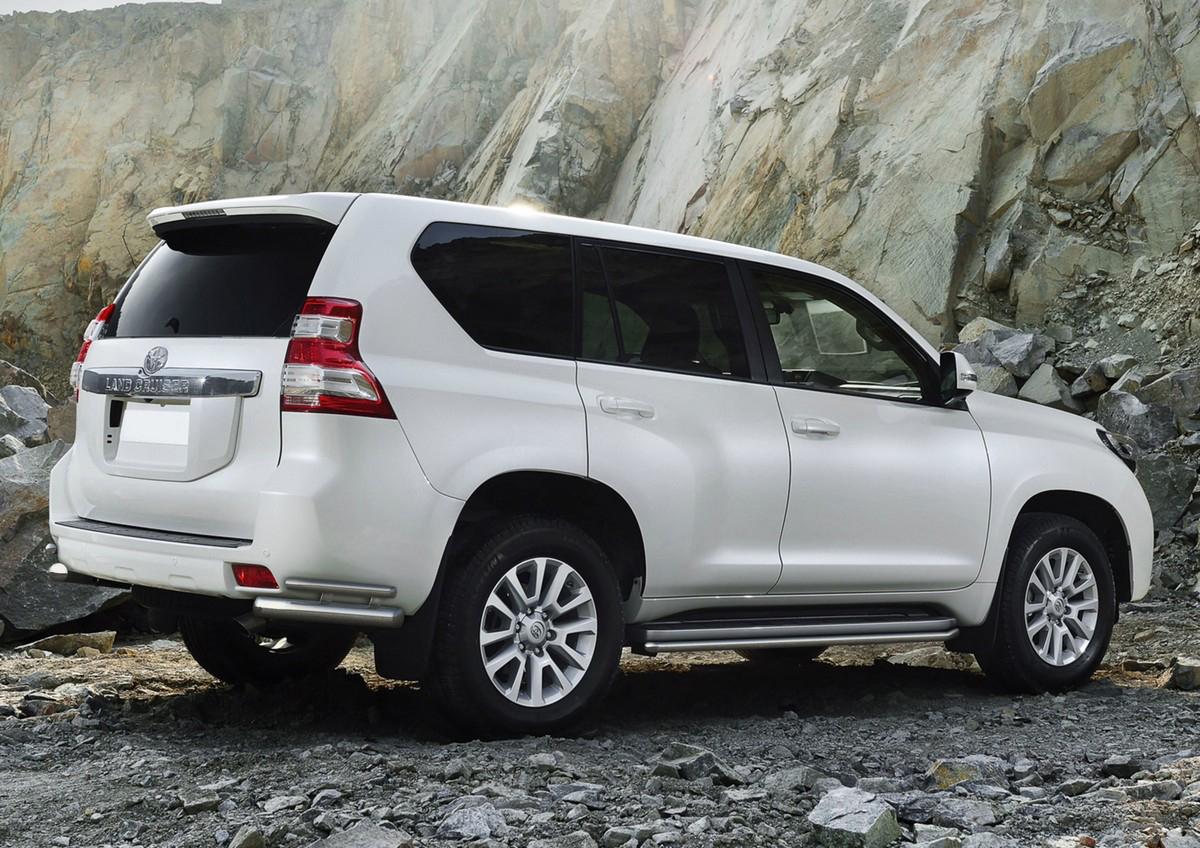 Защита заднего бампера Rival для Toyota Land Cruiser Prado 150 2009-2013-2017, d76+d42, уголки. R.5704.022R.5704.022Стильное навесное оборудование Rival дополняет внешний вид автомобиля, придавая ему индивидуальность, позволяет защитить кузов и лакокрасочное покрытие от повреждений при столкновении во время парковки или во время движения в плотном потоке автомобилей. - Использование высококачественной нержавеющей стали(марка AISI 304, толщина стенки 1,5 мм) обеспечивает долговечную эксплуатацию.- Гарантия на сквозную коррозию и на целостность сварных швов - 5 лет. - Использование электроплазменной полировки позволяет добиться качественной равномерной зеркальной поверхности. - Установка в штатные места крепления не требует сверления и дополнительной доработки автомобиля. - Сохранение дорожного просвета (клиренса). - Возможность регулировки навесного оборудования при установке на автомобиле. - Продукт сертифицирован – нет проблем с постановкой на учет. - Производство на высокоточном оборудовании позволяет изготовить индивидуальный продукт с высокой точностью повторения геометрии автомобиля. - В комплекте крепеж и инструкция по установке.Совместимость с дополнительным оборудованием и аксессуарами Rival и с большинством оригинальных аксессуаров.