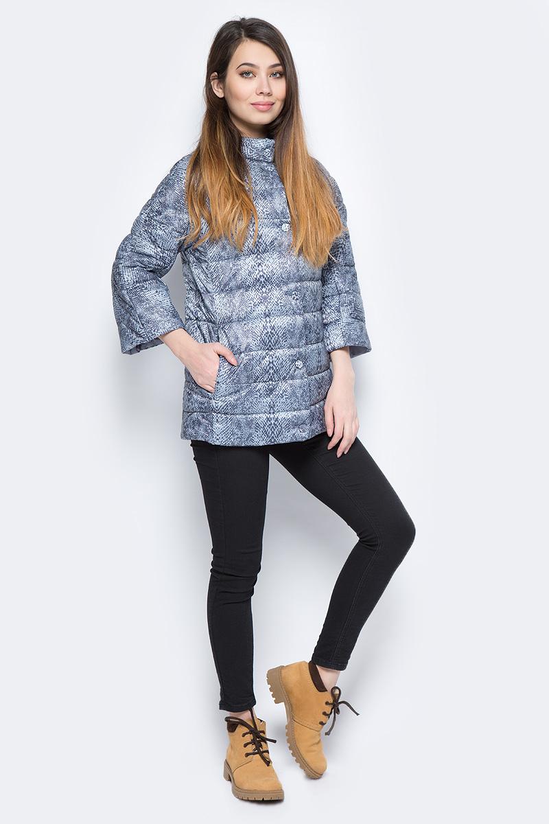 Куртка женская Sela, цвет: серый. Cp-126/1034-8101. Размер XL (50)Cp-126/1034-8101Стильная женская куртка Sela станет отличным дополнением к повседневному гардеробу в прохладную погоду. Модель с рукавами длиной 3/4 выполнена из стеганого текстиля на подкладке с утеплителем. Спереди куртка дополнена двумя прорезными карманами.