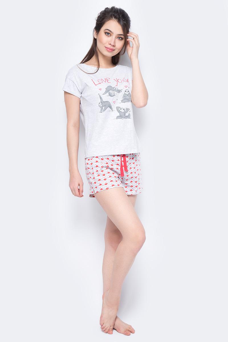 Пижама женская Sela, цвет: светло-серый. PYb-162/042-8171. Размер XL (50)PYb-162/042-8171Женская пижама от Sela, состоящая из футболки и шорт, выполнена из хлопка с добавлением полиэстера. Футболка с короткими рукавами и круглым вырезом горловины спереди оформлена принтом. Принтованные шорты с затягивающимся шнурком на талии.