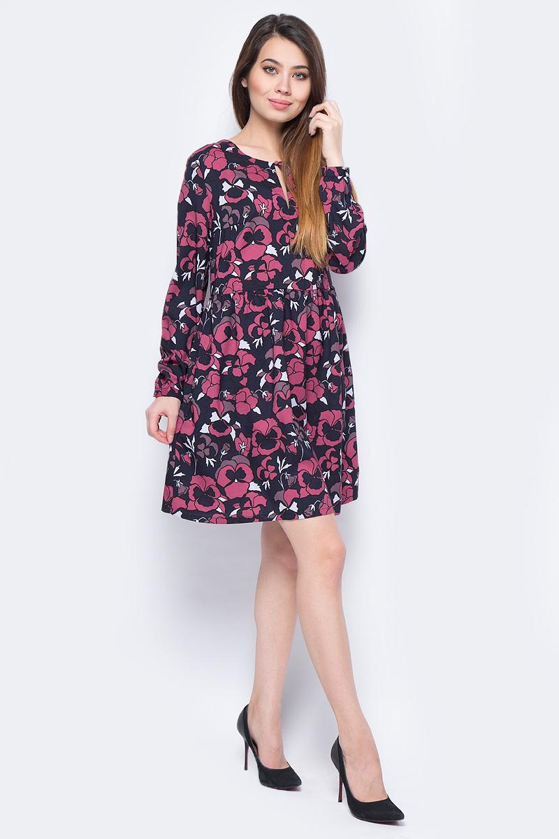Платье Sela, цвет: розовый. D-317/857-8111. Размер 48D-317/857-8111Повседневное платье от Sela выполнено из полиэстера и оформлено цветочным принтом. Модель свободного кроя с длинными рукавами застегивается сзади по спинке на потайную молнию.