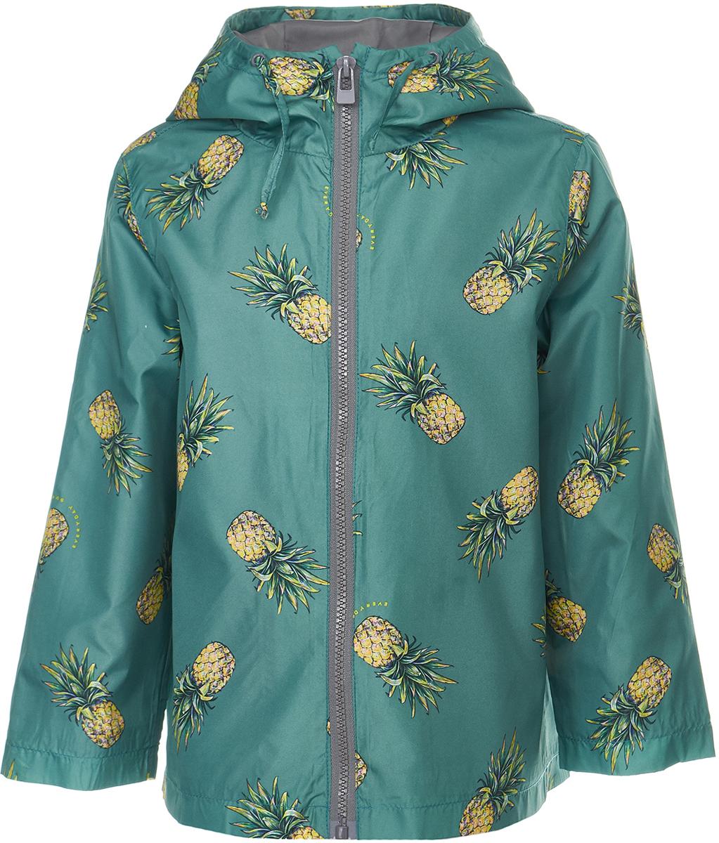 Ветровка для девочки Button Blue, цвет: бирюзовый. 118BBGC40040013. Размер 128118BBGC40040013Яркая и позитивная куртка-ветровка всегда поднимет настроение, даже в самый ветреный и дождливый день! Модель с длинными рукавами и капюшоном застегивается на молнию. Куртка может похвастать не только модным дизайном и оригинальным рисунком, она удобная, свободная и дарит своей владелице максимальный комфорт. Отличный вариант для того, кто ищет качественную вещь по выгодной цене.
