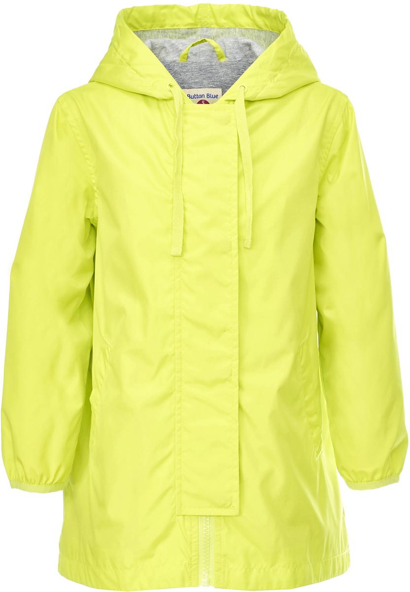 Ветровка для девочки Button Blue, цвет: салатовый. 118BBGC40032700. Размер 110118BBGC40032700Длинная ветровка для девочки - альтернатива классической куртке-ветровке, подходящая для дождливой прохладной погоды. Модель с длинными рукавами и капюшоном застегивается на молнии и дополнительно имеет ветрозащитный клапан. Купить дешево детскую ветровку от Button Blue - значит приобрести практичную и удобную вещь, которая покорит своими характеристиками и понравится дизайном. У куртки имеется подкладка из хлопка, благодаря чему обеспечивается дополнительный комфорт.