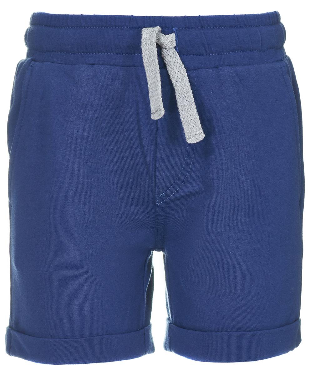 Шорты для мальчика Button Blue, цвет: темно-синий. 118BBBC54021000. Размер 146118BBBC54021000Если вы хотите пополнить гардероб ребенку, можете дешево купить детские шорты для мальчика - удобную спортивную модель на резинке, которую можно использовать и для повседневного ношения. Шорты от Button Blue выполнены из джерси - натурального хлопка, они максимально комфортны и удобны. Свободная форма не стесняет движений, а лаконичный дизайн отвечает всем требованиям современной моды.