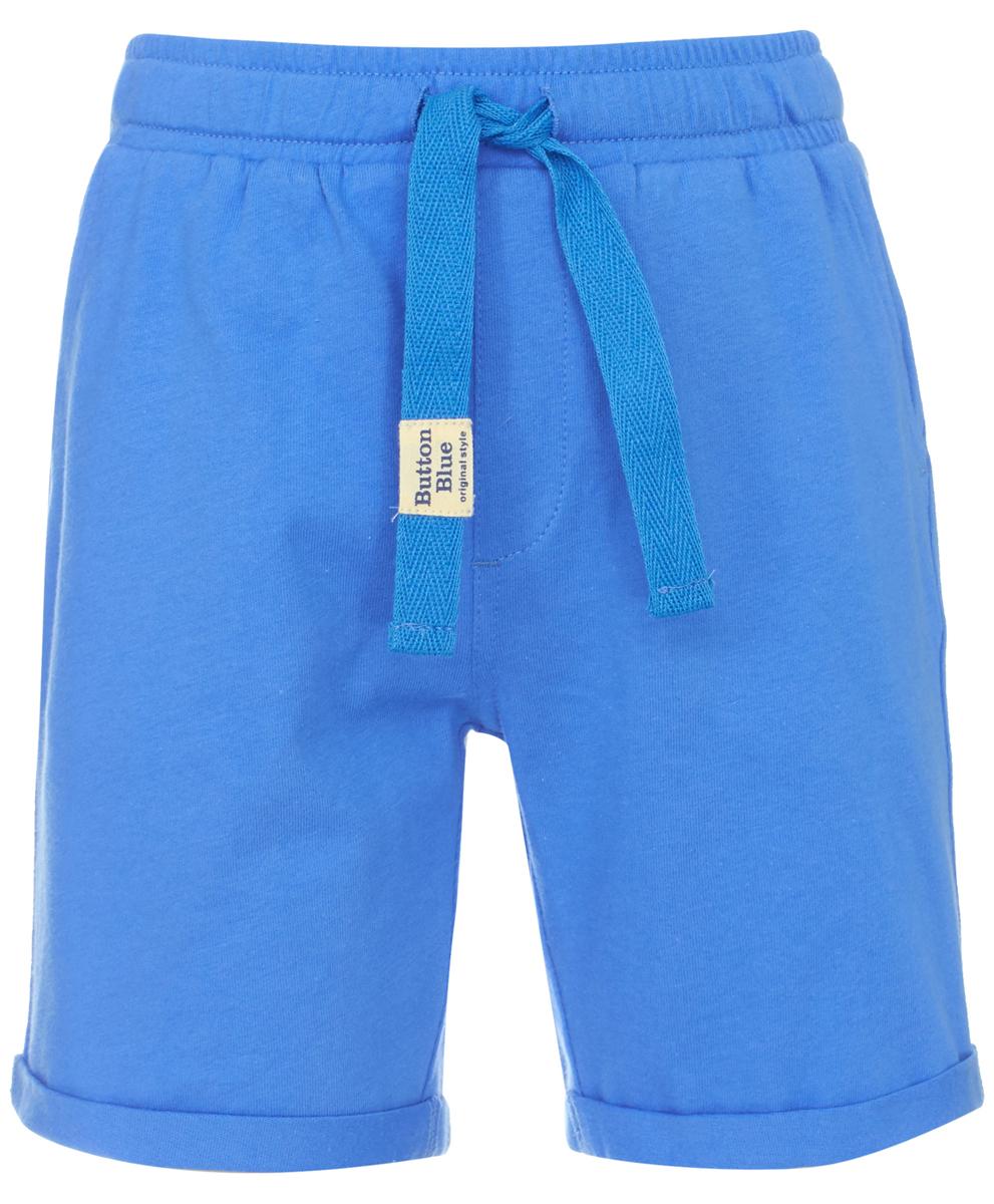 Шорты для мальчика Button Blue, цвет: синий. 118BBBC54023700. Размер 122118BBBC54023700Если вы хотите пополнить гардероб ребенку, можете дешево купить детские шорты для мальчика - удобную спортивную модель на резинке, которую можно использовать и для повседневного ношения. Шорты от Button Blue выполнены из джерси - натурального хлопка, они максимально комфортны и удобны. Свободная форма не стесняет движений, а лаконичный дизайн отвечает всем требованиям современной моды.