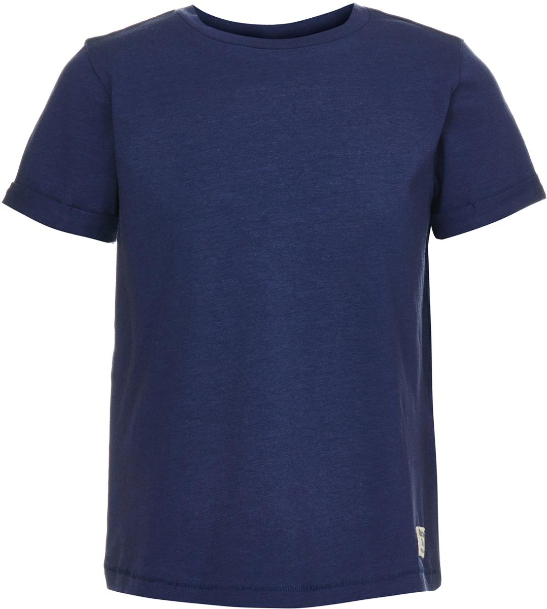 Футболка для мальчика Button Blue, цвет: темно-синий. 118BBBC12011000. Размер 110118BBBC12011000Легкая трикотажная однотонная футболка от Button Blue - идеальная одежда на лето для мальчика. Футболка с коротким рукавом изготовлена из эластичного хлопка. Круглый вырез горловины дополнен трикотажной резинкой. Такая футболка станет основой множества образов, а универсальный цвет модели позволяет ей удачно смотреться в сочетании с самыми разными цветами и оттенками.