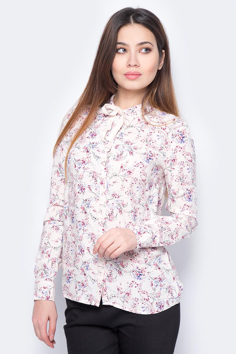 Блузка женская Sela, цвет: розовый. B-112/898-8131. Размер 48B-112/898-8131Блузка женская Sela выполнена из вискозы и оформлена цветочным принтом. Модель застегивается на пуговицы. Отложной воротник дополнен завязками.