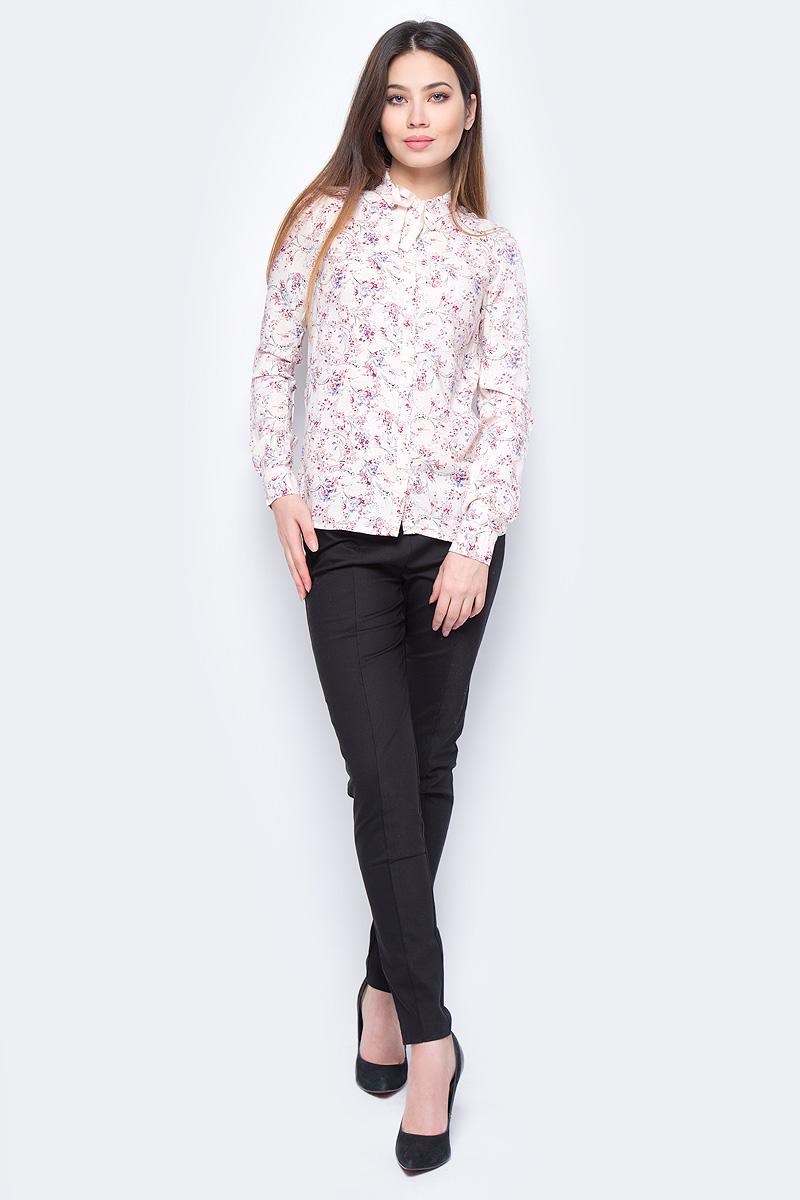 Блузка женская Sela, цвет: розовый. B-112/898-8131. Размер 46B-112/898-8131Блузка женская Sela выполнена из вискозы и оформлена цветочным принтом. Модель застегивается на пуговицы. Отложной воротник дополнен завязками.