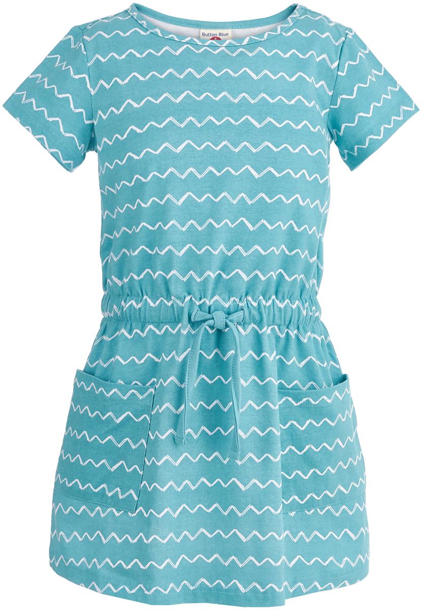 Платье для девочки Button Blue, цвет: бирюзовый. 118BBGC50013313. Размер 116118BBGC50013313Удобное и модное платье на каждый день - лучшая летняя одежда для девочки. В этой модели ребенок будет чувствовать себя комфортно. Платье с короткими рукавами свободно сидит, не стесняет движений и не мешает активной игре на свежем воздухе.Модель выполнена по всем последним требованиям моды и имеет продуманный дизайн. Платье имеет пояс-шнурок, изготовленный из того же материала, что и сама модель.