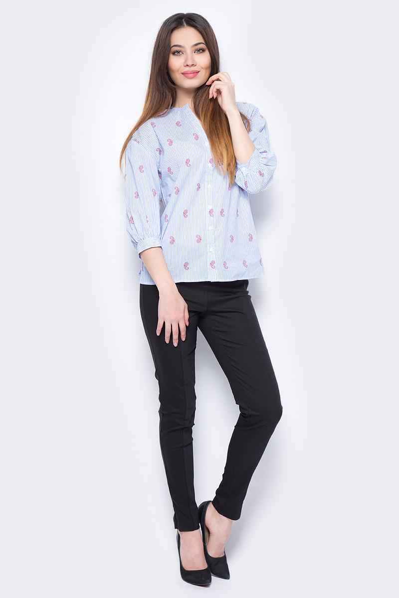 Блузка женская Sela, цвет: голубой. B-112/266-8132. Размер 52B-112/266-8132Стильная женская блузка от Sela выполнена из высококачественного материала. Модель с V-образным вырезом горловины и рукавами 3/4 застегивается на пуговицы.