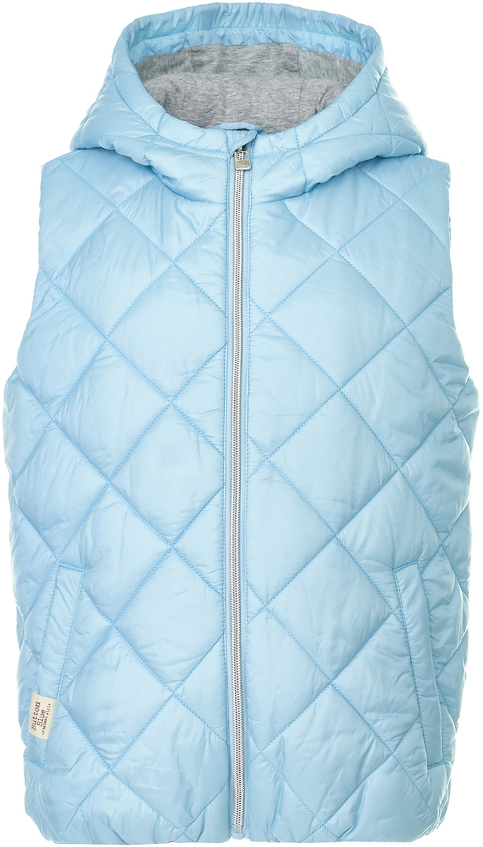 Жилет утепленный для девочки Button Blue, цвет: голубой. 118BBGC47011800. Размер 104118BBGC47011800Утепленный детский жилет от Button Blue - прекрасный вариант модной и практичной недорогой одежды. Модель без рукавов и с капюшоном застегивается на молнию, по бокам дополнена втачными карманами. Жилет удобный и качественный, как раз такой, в котором ребенку всегда будет комфортно.