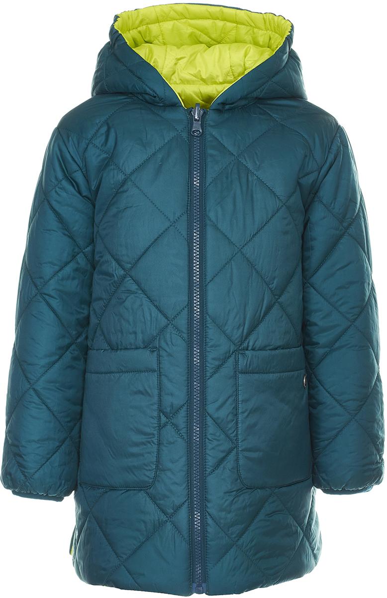 Пальто для девочки Button Blue, цвет: темно-зеленый, салатовый. 118BBGC46022700. Размер 128118BBGC46022700Двустороннее детское пальто от Button Blue - идеальный вариант для тех, кто хочет как можно чаще менять образ! Модель с длинными рукавами и капюшоном застегивается на молнию. Демисезонное пальто имеет большие вместительные карманы по бокам. Тепло обеспечивает утеплитель из синтепона.