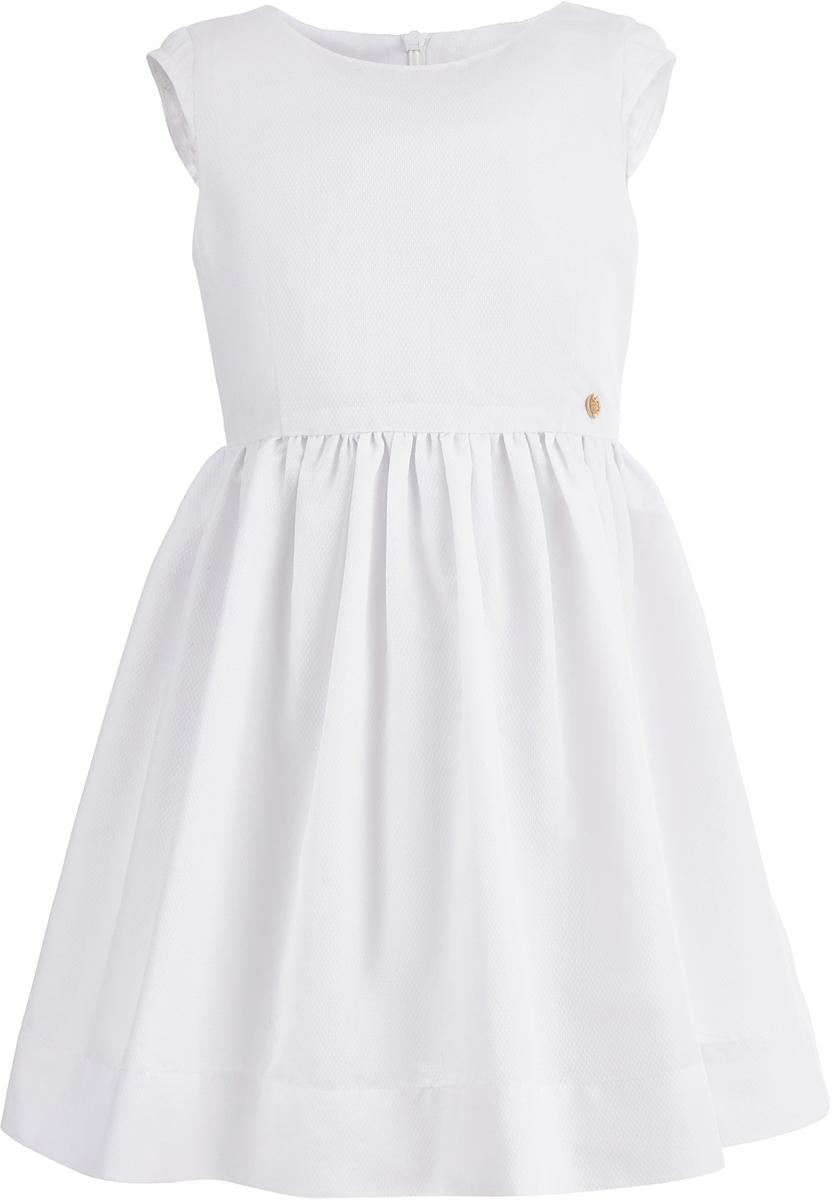 Платье для девочки Button Blue, цвет: белый. 118BBGC25030200. Размер 152118BBGC25030200Лаконичная форма платья для девочки от Button Blue, удобный свободный силуэт и приятный цвет делают его особенно привлекательным для юных модниц. Модель с короткими рукавами и круглым вырезом горловины на спинке застегивается на потайную молнию. Чтобы порадовать девочку, ей можно купить недорого детское платье, подходящее и для повседневного ношения, и для походов на детские вечеринки.