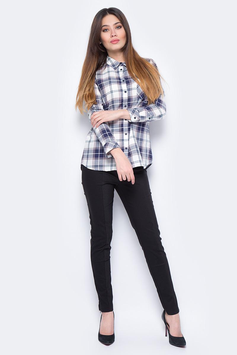 Рубашка женская Sela, цвет: темно-синий. B-312/025-8131. Размер 50B-312/025-8131Стильная женская рубашка Sela, выполненная из высококачественного материала, подчеркнет ваш уникальный стиль и поможет создать оригинальный образ. Модель с длинными рукавами и отложным воротником застегивается на пуговицы спереди. Манжеты рукавов также застегиваются на пуговицы. На груди модель дополнена карманом.