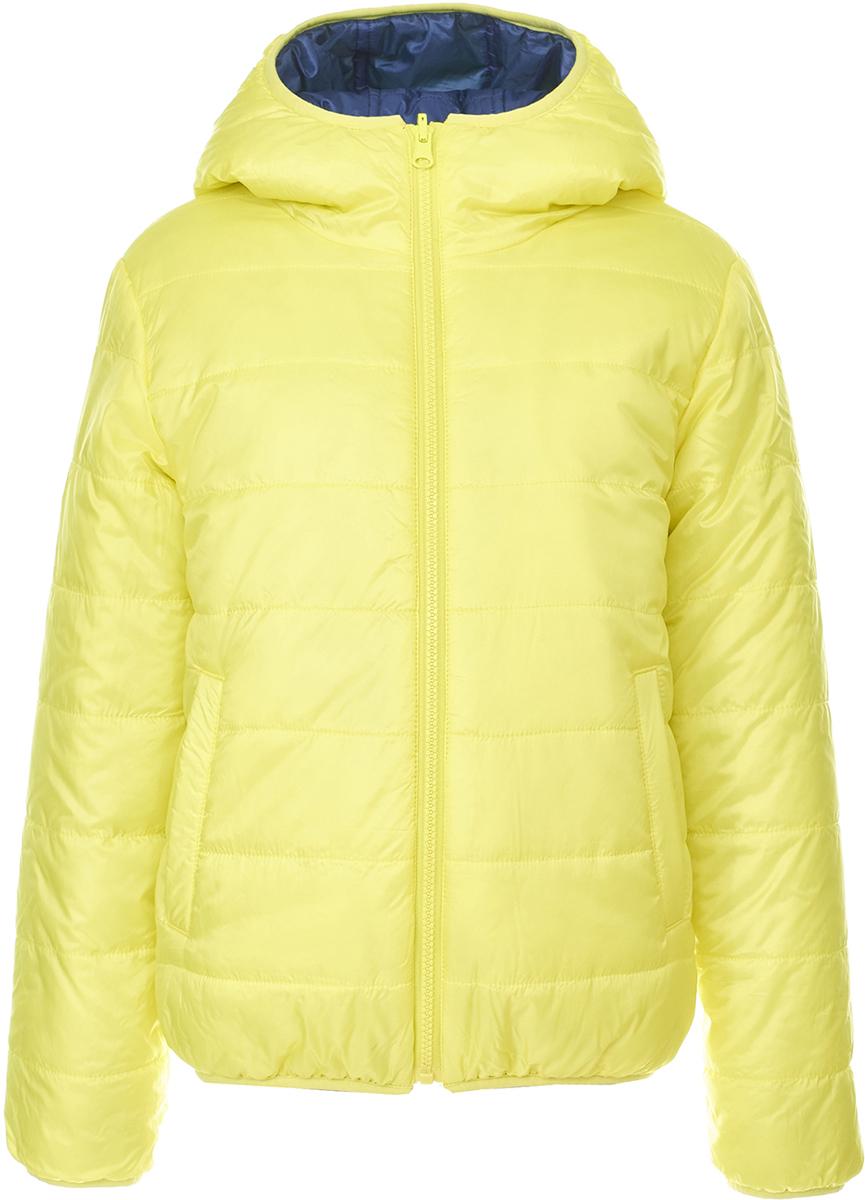 Куртка для мальчика Button Blue, цвет: салатовый, синий. 118BBBC41021000. Размер 152118BBBC41021000Двусторонняя куртка от Button Blue - идеальный вариант для тех, кто хочет купить недорого детскую куртку с максимальной выгодой и получить две по цене одной! Модель с длинными рукавами и капюшоном застегивается на молнию, по бокам дополнена втачными карманами. Куртка утеплена синтепоном, имеет удобную свободную форму. В ней ребенку будет тепло и комфортно.