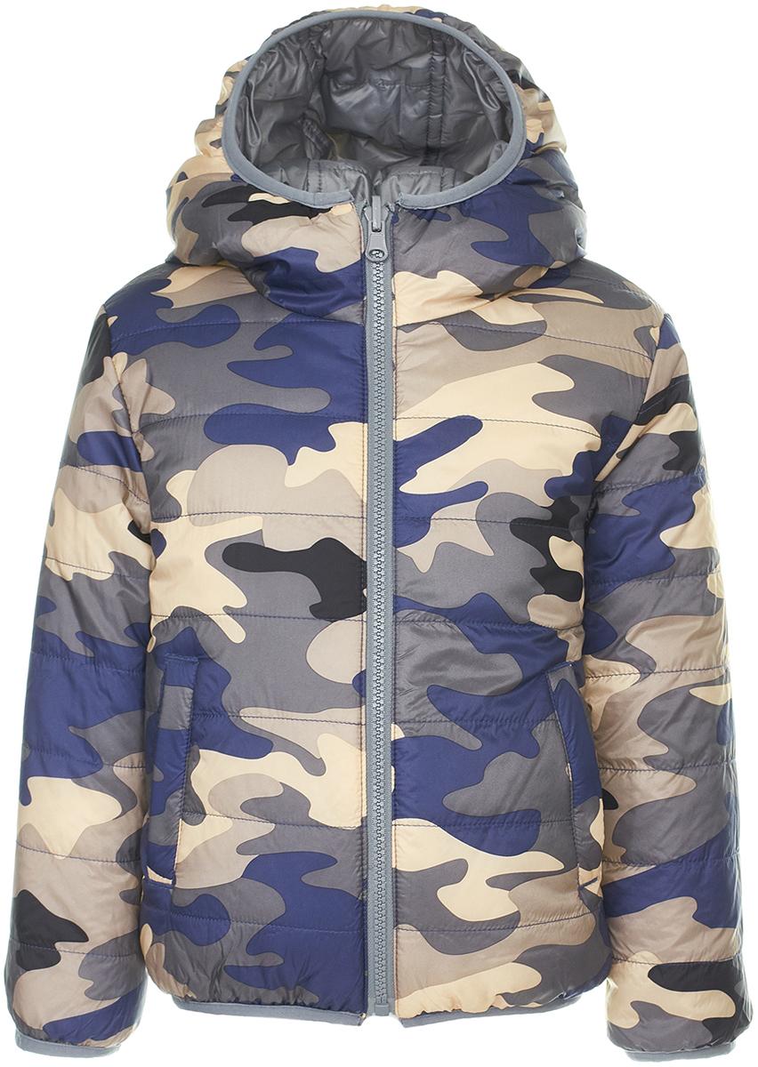 Куртка для мальчика Button Blue, цвет: камуфляжный, серый. 118BBBC41022013. Размер 128118BBBC41022013Двусторонняя куртка от Button Blue - идеальный вариант для тех, кто хочет купить недорого детскую куртку с максимальной выгодой и получить две по цене одной! Модель с длинными рукавами и капюшоном застегивается на молнию, по бокам дополнена втачными карманами. Куртка утеплена синтепоном, имеет удобную свободную форму. В ней ребенку будет тепло и комфортно.