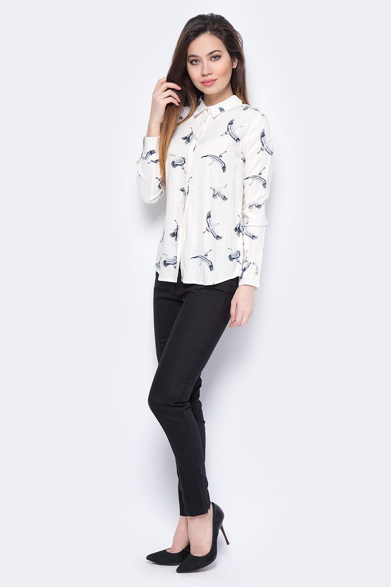 Блузка женская Sela, цвет: светло-бежевый. B-312/238-8131. Размер 50B-312/238-8131Блузка женская Sela выполнена из вискозы. Модель с отложным воротником застегивается на пуговицы.