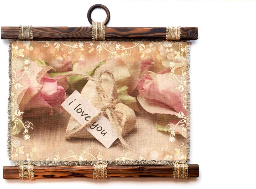 Украшение декоративное Универсальный cвиток Камень любви, подвесное, А41173-4-Г-РУкрашение декоративное подвесное Универсальный свиток прекрасно оформит интерьер дома или станет замечательным подарком для друзей и близких. Изделие выполнено из брошюрованного дерева, натурального льна, жгутового шпагата, льняного шпагата и сургучной подвески. Формат: А4.
