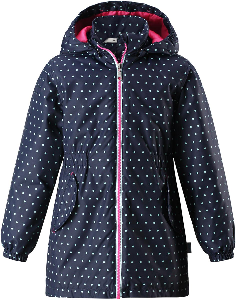Куртка для девочки Lassie, цвет: темно-синий. 721726R6961. Размер 122721726R6961Детская куртка Lassie идеально подойдет для ребенка в холодное время года. Куртка изготовлена из водоотталкивающей и ветрозащитной ткани. Материал отличается высокой устойчивостью к трению, благодаря специальной обработке полиуретаном поверхность изделия отталкивает грязь и воду, что облегчает поддержание аккуратного вида одежды, дышащее покрытие с изнаночной части не раздражает даже самую нежную и чувствительную кожу ребенка, обеспечивая ему наибольший комфорт. Куртка застегивается на пластиковую застежку-молнию с защитой подбородка, благодаря чему ее легко надевать и снимать. Края рукавов дополнены неширокими эластичными манжетами. Также модель дополнена светоотражающими элементами для безопасности в темное время суток. Все швы проклеены, не пропускают влагу и ветер.