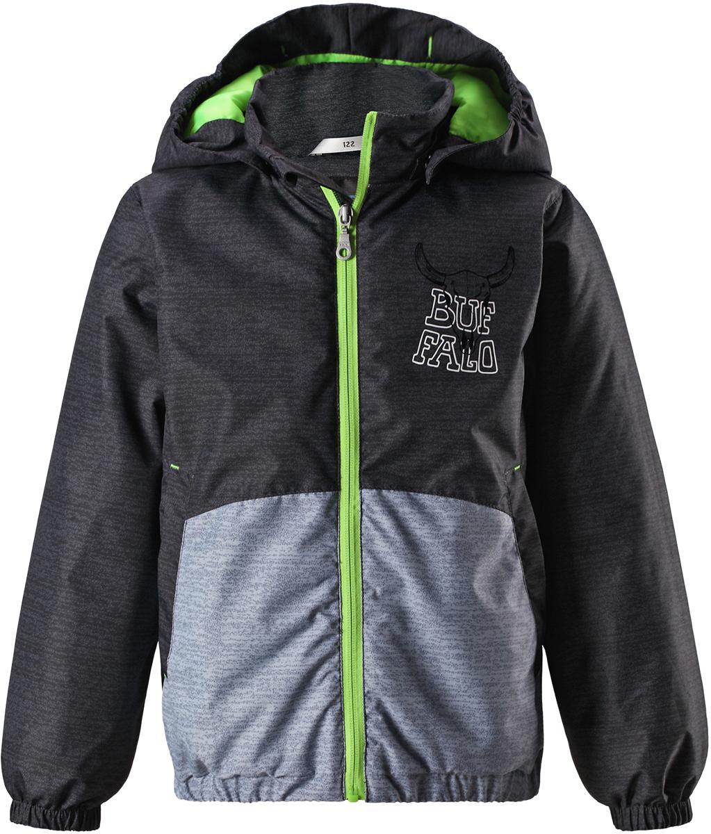 Куртка для мальчика Lassie, цвет: темно-серый. 721727R9261. Размер 134721727R9261Детская куртка Lassie идеально подойдет для ребенка в холодное время года. Куртка изготовлена из водоотталкивающей и ветрозащитной ткани. Материал отличается высокой устойчивостью к трению, благодаря специальной обработке полиуретаном поверхность изделия отталкивает грязь и воду, что облегчает поддержание аккуратного вида одежды, дышащее покрытие с изнаночной части не раздражает даже самую нежную и чувствительную кожу ребенка, обеспечивая ему наибольший комфорт. Куртка застегивается на пластиковую застежку-молнию с защитой подбородка, благодаря чему ее легко надевать и снимать. Края рукавов дополнены неширокими эластичными манжетами. Также модель дополнена светоотражающими элементами для безопасности в темное время суток. Все швы проклеены, не пропускают влагу и ветер.