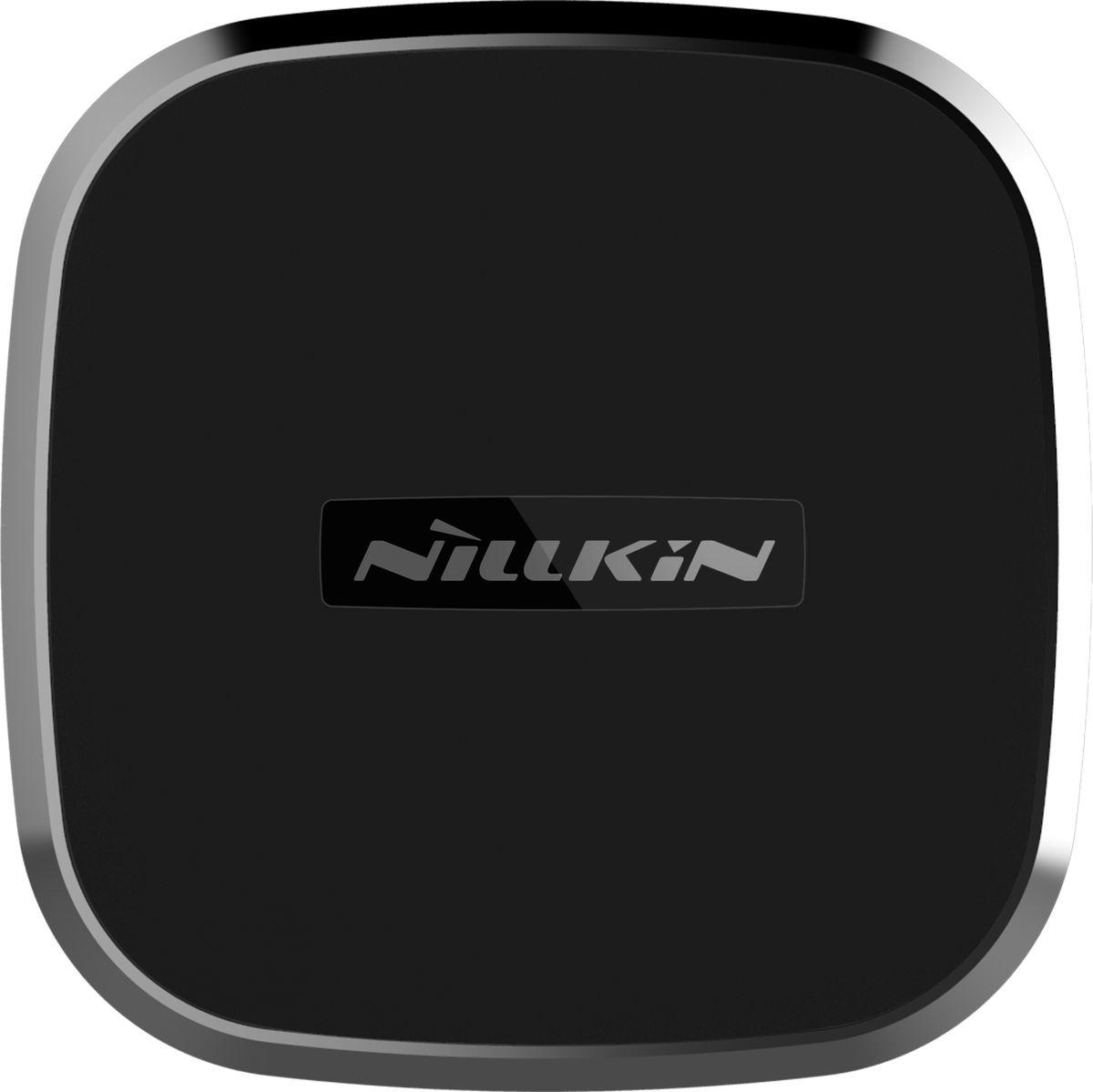 Nillkin Car Magnetic Wireless Charger 2B автомобильное зарядное устройство6902048142169;6902048142169Автодержатель, который позволяет не только удобно закрепить ваш смартфон в автомобиле, чтобы комфортно использовать его во время пути, но и одновременно заряжать его. Такая возможно реализована благодаря тому, что он оснащён технологией беспроводной зарядки Qi. Всё, что необходимо сделать, это подключить автодержатель к питанию, например, к автозарядке в прикуривателе, и закрепить смартфон на держателе. Он без труда удержит ваш смартфон и он не упадёт даже на самой ухабистой дороге. А благодаря шарниру вы сможете свободно поворачивать свой смартфон на 360 градусов и изменять угол наклона для комфортного обзора. Благодаря автозарядке Nillkin вы сможете быстро и надёжно заражать флагманские смартфоны компании Apple (iPhone 8, iPhone 8 Plus, iPhone X), а также другие смартфоны с поддержкой беспроводной зарядки. Для использования держателя вам понадобится 2 тонкие металлические пластины (в комплекте). Их следует разместить между задней крышкой смартфона и чехлом.