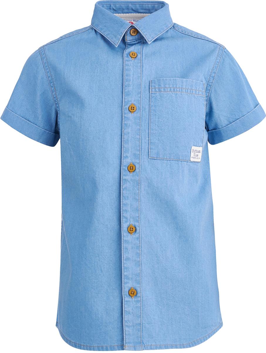 Рубашка для мальчика Button Blue, цвет: голубой. 118BBBC2304D200. Размер 140118BBBC2304D200Рубашка от Button Blue с коротким рукавом - лучшая одежда на лето для ребенка. Модель с отложным воротником и нагрудным карманом застегивается на пуговицы. Рубашка универсальна и может стать основой многих образов, она удобна, практична и современна. Материал изготовления модели - хлопок, а значит мальчику всегда будет комфортно.