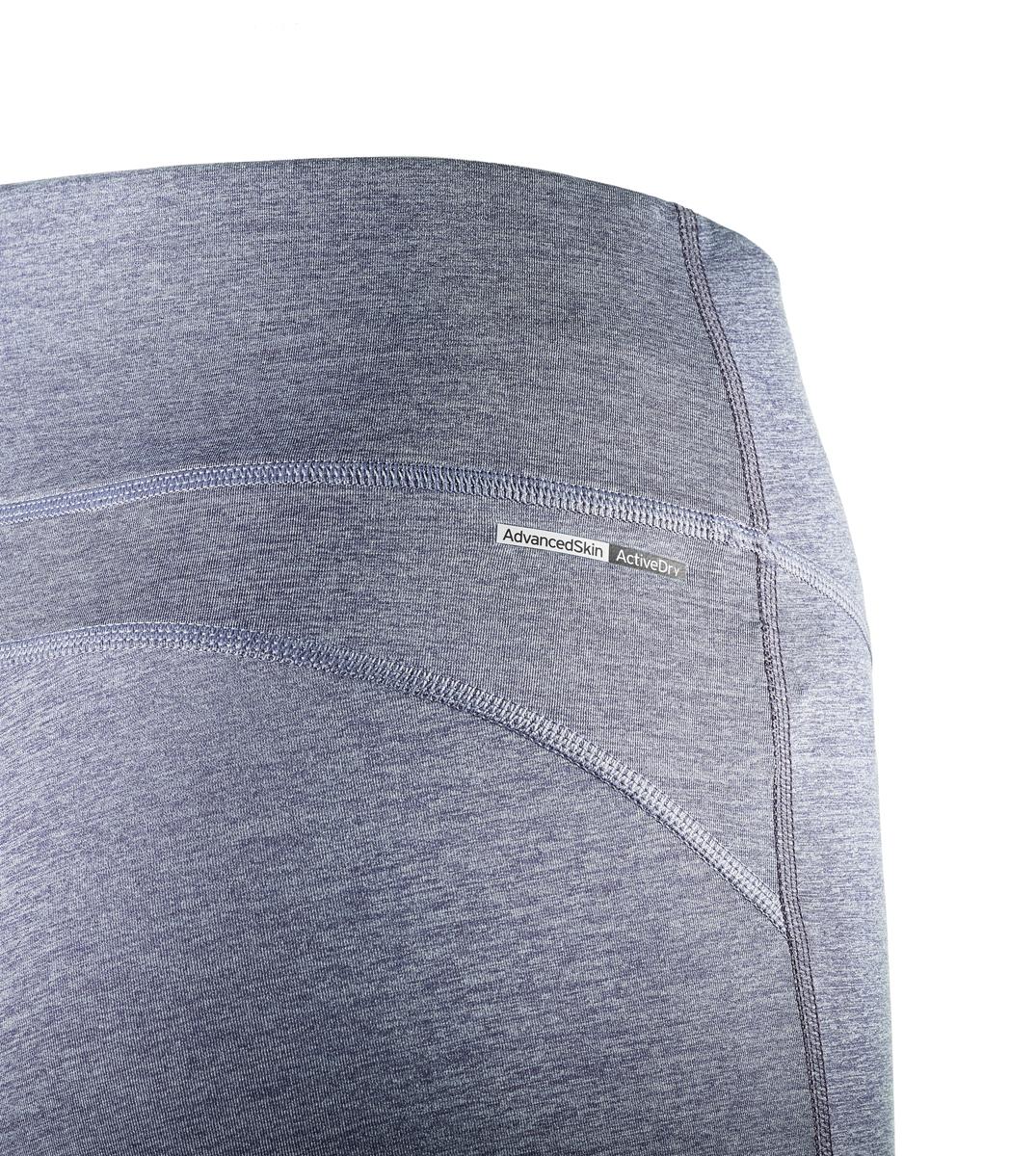 Женские тайтсы для бега от Salomon выполнены из высококачественного эластичного материала. Модель облегающего кроя с эластичной резинкой на талии.