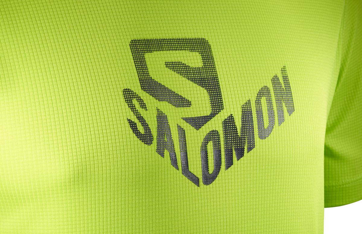 Футболка для бега от Salomon выполнена из полиэстера. Модель с короткими рукавами и круглым вырезом горловины.