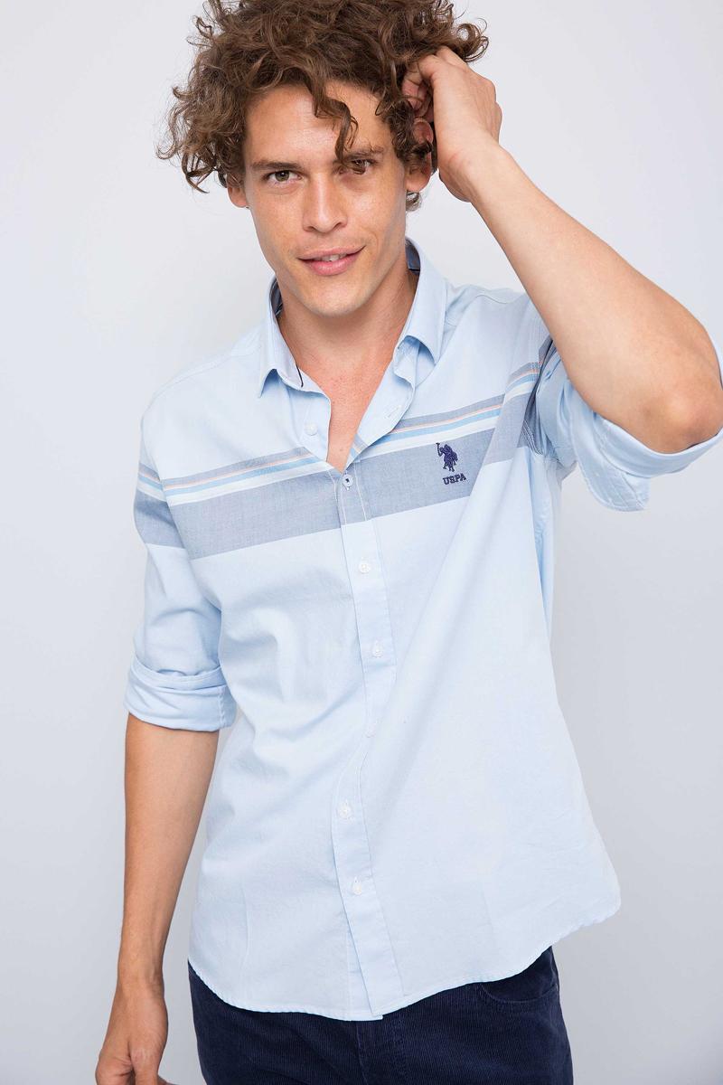 Рубашка мужская U.S. Polo Assn., цвет: голубой. G081GL004ARMASONG. Размер L (52)G081GL004ARMASONGПриталенная мужская рубашка, выполненная из 100% хлопка, подчеркнет ваш уникальный стиль и поможет создать оригинальный образ. Такой материал великолепно пропускает воздух, обеспечивая необходимую вентиляцию, а также обладает высокой гигроскопичностью. Рубашка с длинными рукавами и отложным воротником застегивается на пуговицы спереди. Манжеты рукавов также застегиваются на пуговицы.