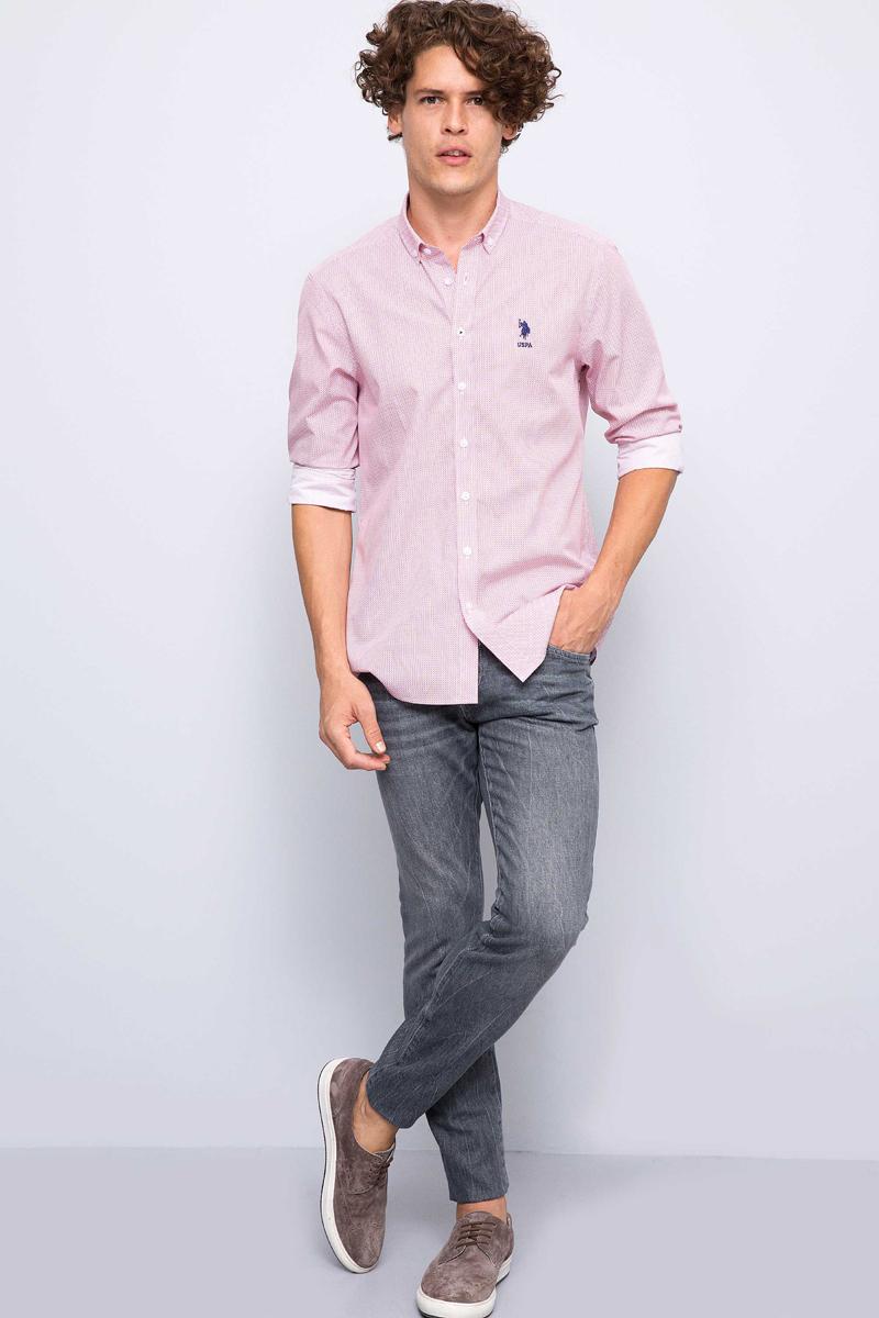 Рубашка мужская U.S. Polo Assn., цвет: красный. G081GL004ARMATERRY. Размер XXL (56)G081GL004ARMATERRYПриталенная мужская рубашка, выполненная из 100% хлопка, подчеркнет ваш уникальный стиль и поможет создать оригинальный образ. Такой материал великолепно пропускает воздух, обеспечивая необходимую вентиляцию, а также обладает высокой гигроскопичностью. Рубашка с длинными рукавами и отложным воротником застегивается на пуговицы спереди. Манжеты рукавов также застегиваются на пуговицы.