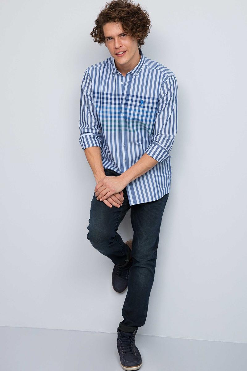 Рубашка мужская U.S. Polo Assn., цвет: синий. G081GL0040OSCAR. Размер S (48)G081GL0040OSCARМужская рубашка, выполненная из 100% хлопка, подчеркнет ваш уникальный стиль и поможет создать оригинальный образ. Такой материал великолепно пропускает воздух, обеспечивая необходимую вентиляцию, а также обладает высокой гигроскопичностью. Рубашка с длинными рукавами и отложным воротником застегивается на пуговицы спереди. Манжеты рукавов также застегиваются на пуговицы.