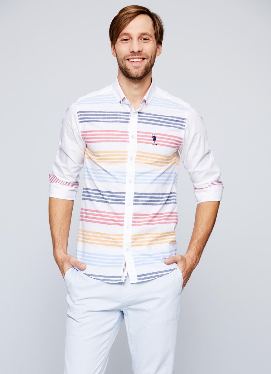 Рубашка мужская U.S. Polo Assn., цвет: белый. G081SZ004AVILFLEUR. Размер XL (54)G081SZ004AVILFLEURПриталенная мужская рубашка, выполненная из 100% хлопка, подчеркнет ваш уникальный стиль и поможет создать оригинальный образ. Такой материал великолепно пропускает воздух, обеспечивая необходимую вентиляцию, а также обладает высокой гигроскопичностью. Рубашка с длинными рукавами и отложным воротником застегивается на пуговицы спереди. Манжеты рукавов также застегиваются на пуговицы.