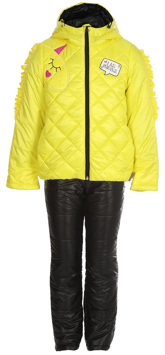 Комплект верхней одежды для девочки Boom!: куртка, брюки, цвет: желтый. 80026_BOG. Размер 9880026_BOGКомплект для девочки Boom! включает в себя куртку и брюки. Куртка с длинными рукавами и капюшоном выполнена из прочного полиэстера и имеет подкладку из полиэстера и хлопка. Модель застегивается на застежку-молнию. Теплые брюки на талии дополнены широкой эластичной резинкой. Особую изюминку модели придают рюши на рукавах, похожие на гриву единорога, и конфетные оттенки цвета. Благодаря наличию манжетов-отворотов на курточке и брючках, комплект прослужит не один сезон.