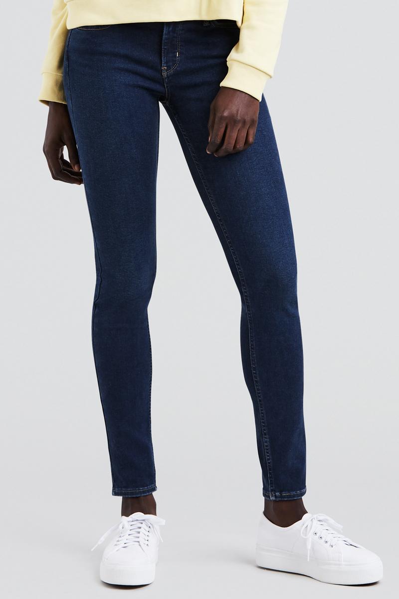 Джинсы женские Levis® 710, цвет: синий. 1778000320. Размер 26-30 (42-30)1778000320Узкие джинсы с посадкой чуть ниже талии обладают облегающим кроем в бедрах и выгодно подчеркивают фигуру. Технология Hypersculpt обеспечивает комфорт и помогает создать эффектный образ. Деним с двойным волокном Lycra поддерживает форму и исключает провисания.
