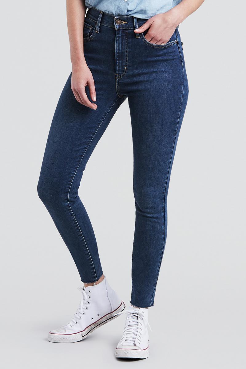 Джинсы женские Levis® Mile High Super Skinny, цвет: синий. 2279100370. Размер 28-32 (46-32)2279100370Джинсы, которые сделают ваши ноги визуально длиннее, отличаются супервысокой посадкой на талии и передней частью, подтягивающей живот. Технология Hypersculpt обеспечивает комфорт и помогает создать элегантный, подчеркивающий фигуру образ. Деним с двойным волокном Lycra поддерживает форму и исключает провисания.