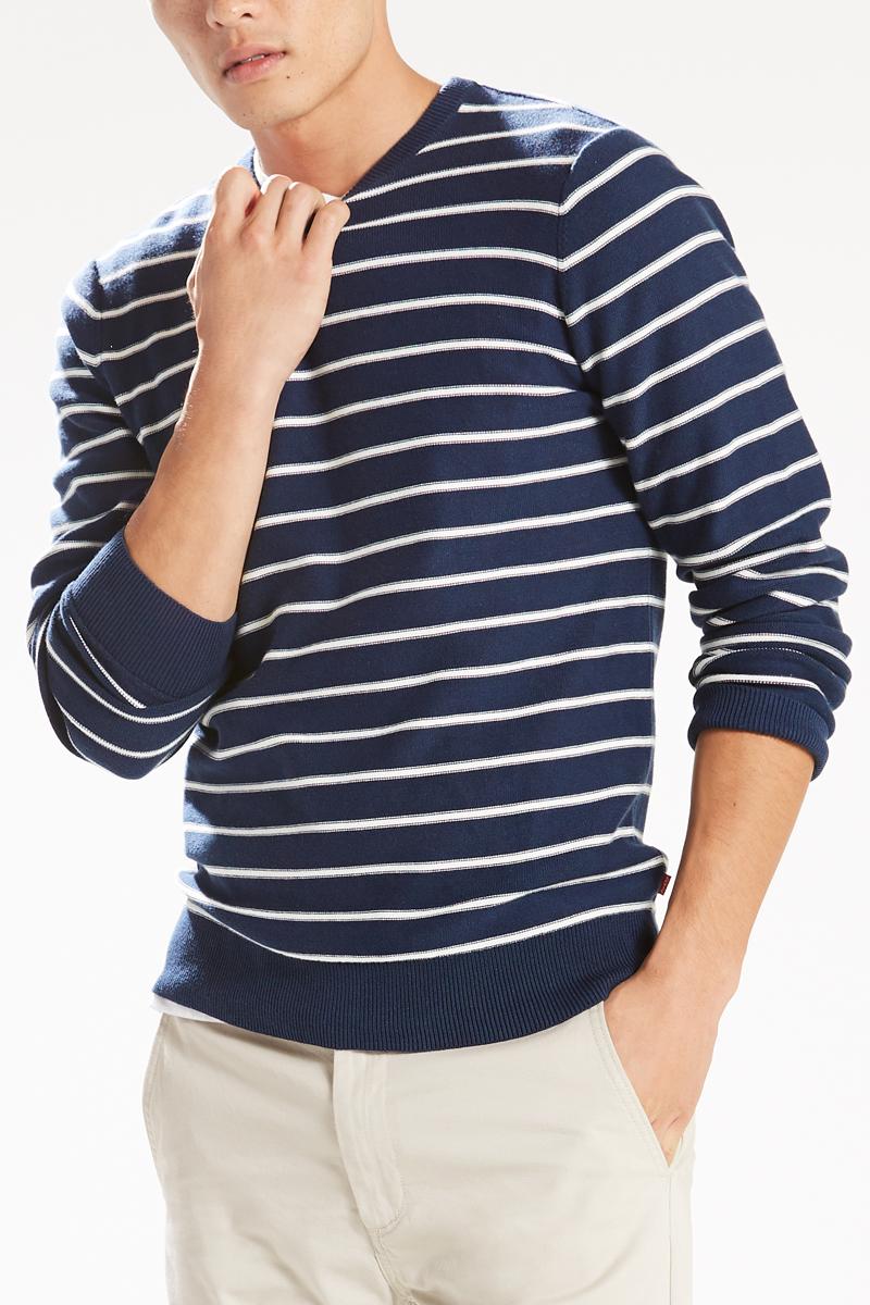 Джемпер мужской Levis®, цвет: темно-синий, белый. 2982100070. Размер L (50)2982100070Классический вязаный хлопковый свитер прямого покроя. Край и манжеты на резинке. Украшена логотипом, созданным на основе олимпийской символики 1984 года.