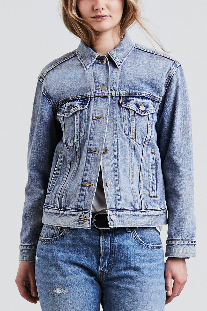 Куртка женская Levis® Ex-Boyfriend Trucker, цвет: голубой. 2994400250. Размер S (42/44)2994400250Куртка из денима в стиле бойфренд. Имеет более свободный крой и удлиненный низ, которые делают силуэт слегка объемным.