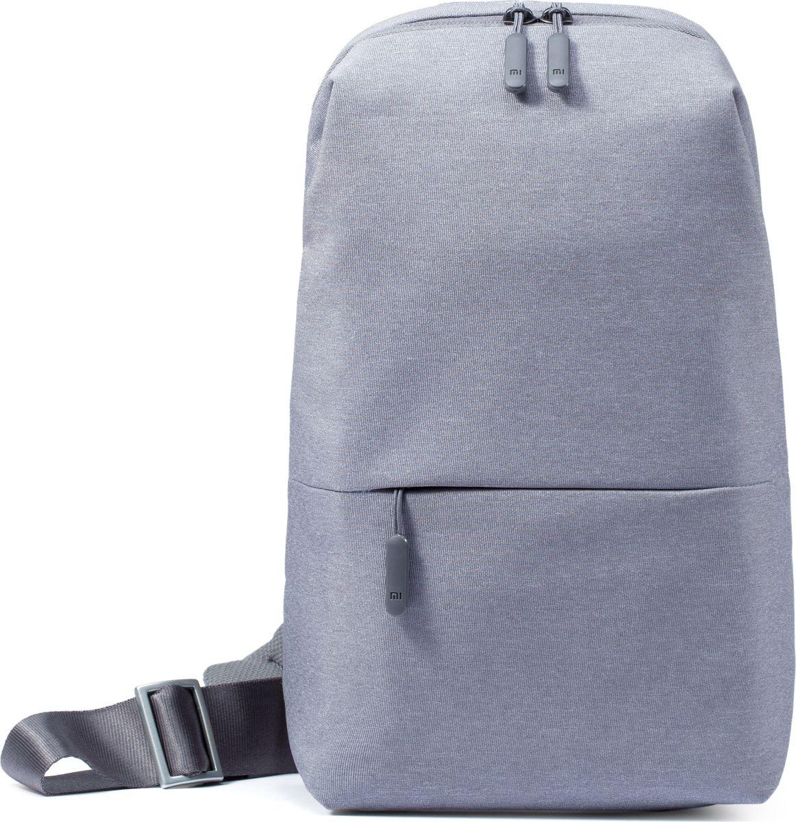 Xiaomi Mi City Sling Bag, Grey рюкзак для планшетаZJB4069GL;ZJB4069GLУльтракомпактный и в то же время вместительный рюкзак Mi City Sling Backpack станет оптимальным выбором для тех, кто молод и полон сил, индивидуален и уникален, устал от стереотипов и хочет выделиться из основной массы. Эта модель отлично подойдет для городских условий, ведь внутри него легко поместятся все принадлежности, так необходимые Вам в течение дня. Многоуровневая система хранения гарантирует порядок внутри рюкзака (основное отделение с вертикальной загрузкой и специальным фиксатором, две дополнительные секции и секция на молнии). Вместительный втачной карман со скрытой молнией на лицевой стороне рюкзака обеспечит удобный и быстрый доступ к наиболее часто используемым принадлежностям. Широкая, регулируемая нейлоновая лямка мягко и равномерно распределяет вес – Mi City Sling Backpack удобно носить через плечо. Вам также нет необходимости снимать рюкзак каждый раз, когда необходимо что-либо из него достать. Сетчатая поверхность «спинки» из плотной ткани обеспечивает отличную вентиляцию, позволяет вашей спине свободно «дышать». Mi City Sling Backpack изготовлен из прочного и долговечного полиэстера, устойчивого к потертостям, благодаря чему надолго сохраняет первоначальную форму и вид. Водоотталкивающее покрытие (как с внешней, так и с внутренней сторон рюкзака) в дождливый период защитит содержимое рюкзака от промокания. Надежная и износостойкая фурнитура, удобные язычки молний с пластиковыми заглушками – Mi City Sling Backpack продуманный до мелочей.