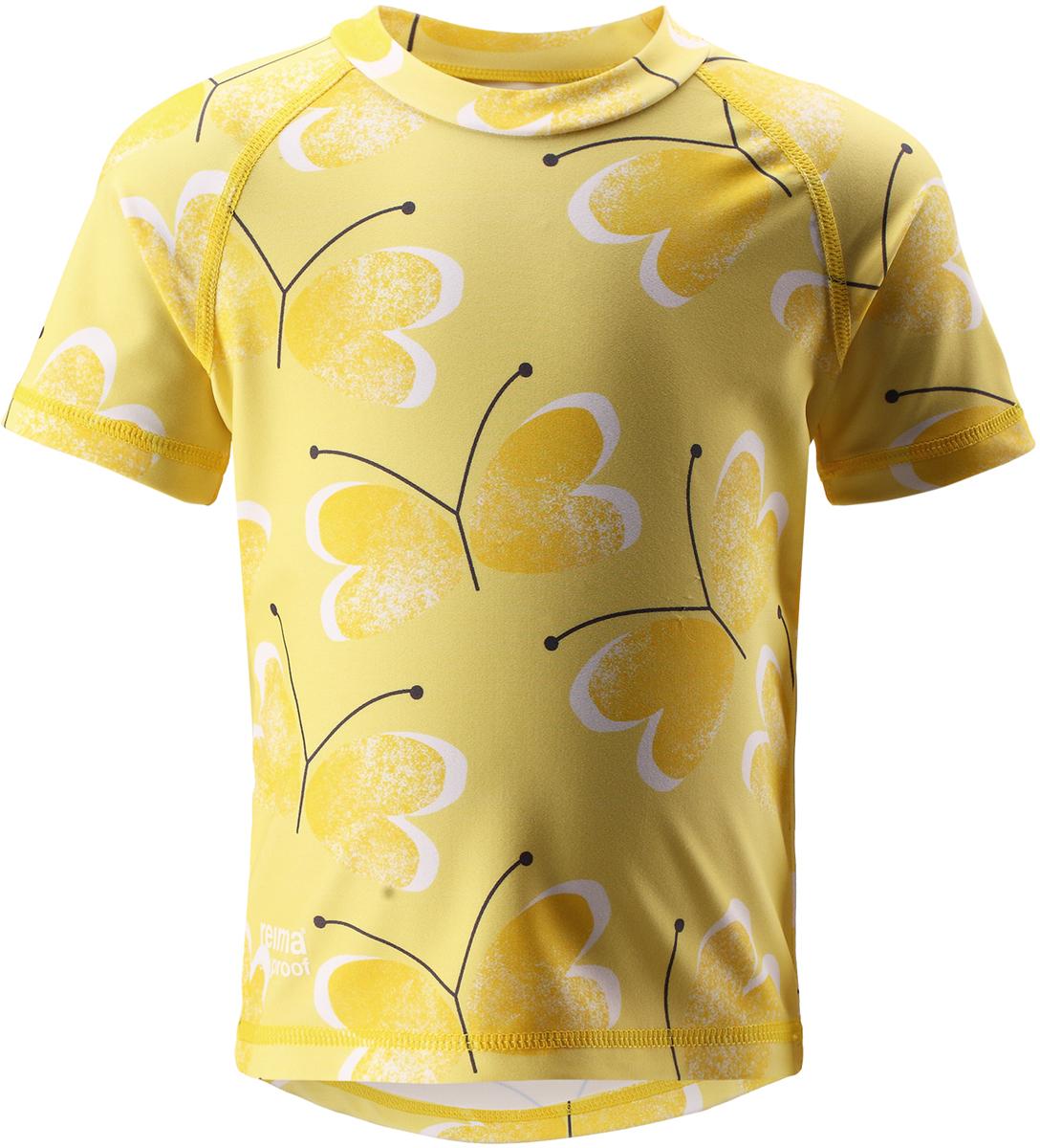 Футболка для плавания детская Reima Azores, цвет: желтый. 5163512333. Размер 865163512333Яркая летняя футболка для плавания удержит солнце на расстоянии. Футболка для малышей из материала SunProof с УФ-фильтром 50+ обеспечивает эффективную защиту от вредных солнечных лучей вплоть до локтей. Фигурный удлиненный подол защищает нижнюю часть спины. Эластичный материал быстро сохнет и позволяет использовать футболку как для плавания, так и для игр на солнце. Модель разработана для длительного времяпровождения на пляже.