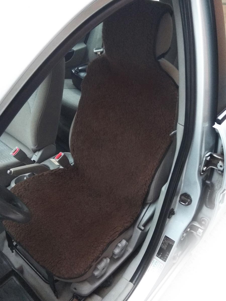 Накидка на сиденье автомобиля Bio-Texteles, цвет: коричневый, 142 х 50 см2018/коричневаяРазнообразные накидки и чехлы из меха – уже давно не роскошь, а необходимый аксессуар любого авто. Они обладают превосходными теплосберегающими свойствами. Особенно хорошо это заметно в период сильных морозов. В отличие от электрического подогрева, накидки из натурального меха постоянно удерживают сиденья в тепле, что очень важно при нерегулярном использовании автомобиля. Благодаря этому, находиться в автомобиле комфортно не только водителю, но и его пассажирам.