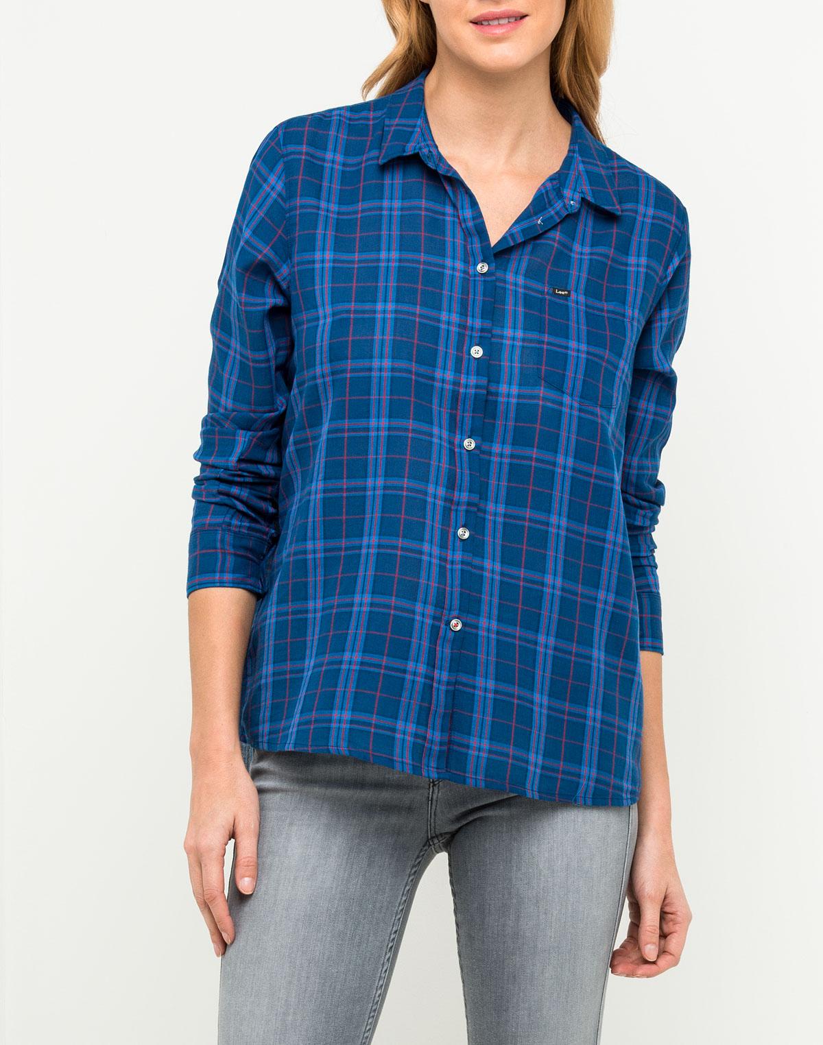 Рубашка женская Lee, цвет: синий. L45RKQFE. Размер S (42)L45RKQFEСтильная женская рубашка Lee, выполненная из натурального хлопка, подчеркнет ваш уникальный стиль и поможет создать оригинальный образ.Модель прямого кроя с отложным воротником застегивается на пуговицы и дополнена накладным карманом на груди. Рубашка подойдет для прогулок и дружеских встреч и будет отлично сочетаться с джинсами и брюками, а также гармонично смотреться с юбками.