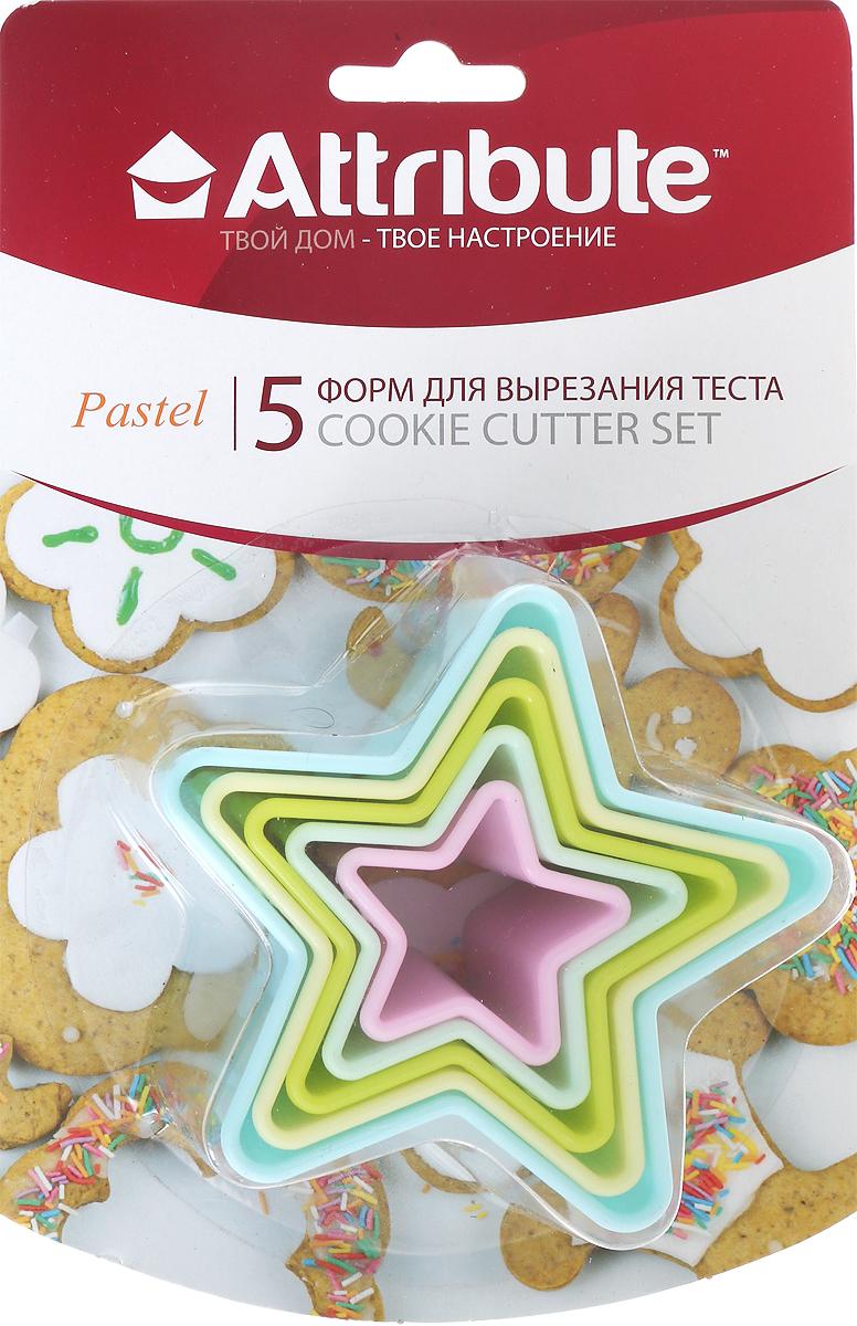 """Набор Attribute """"Pastel"""" состоит из 5 форм в виде звезд для вырезания теста, выполненных из пластика. Формы можно использовать для создания печенья, сладких украшений, бутербродов, как трафарет для украшений из бумаги и других материалов.   УВАЖАЕМЫЕ КЛИЕНТЫ!  Обращаем ваше внимание на возможные изменения в цветовом дизайне,  связанные с ассортиментом продукции. Поставка осуществляется в  зависимости  от наличия на складе."""