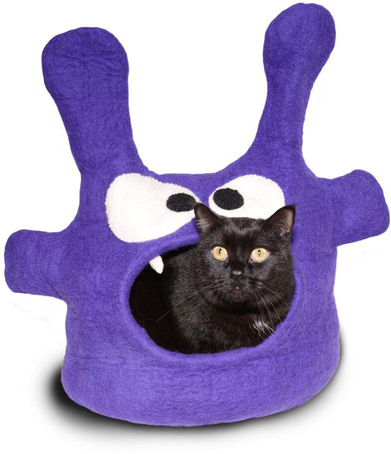 Домик для животных Dharma Dog Karma Cat Монстр, цвет: фиолетовый11004Домик бренда Dharma Dog Karma Cat идеально подойдет к любому интерьеру! Благодаря своей форме, они обеспечивают безопасное и теплое убежище, и помогают питомцу чувствовать себя в безопасности.Гималайская шерсть, используемая при изготовлении домиков, не очищается химически, поэтому в ней содержится много ланолина. Ланолин - это натуральное масло, уникальное для шерсти овец, ведь его запах напоминает кошкам запах их матери. Масло ланолина полезно для подушечек лап и помогает сохранить шерсть здоровой и блестящей! Техника изготовления продукции бренда Dharma Dog Karma Cat называется Мокрый войлок - она включает в себя натуральное мыло, воду, шерсть и только натуральные нетоксичные красители. Все изделия изготавливаются вручную в Непале. Каждая покупка поддерживает труд ремесленников и их семьи, помогая сохранить традиции древнего ремесла. Инструкция по уходу прилагается к каждому изделию.