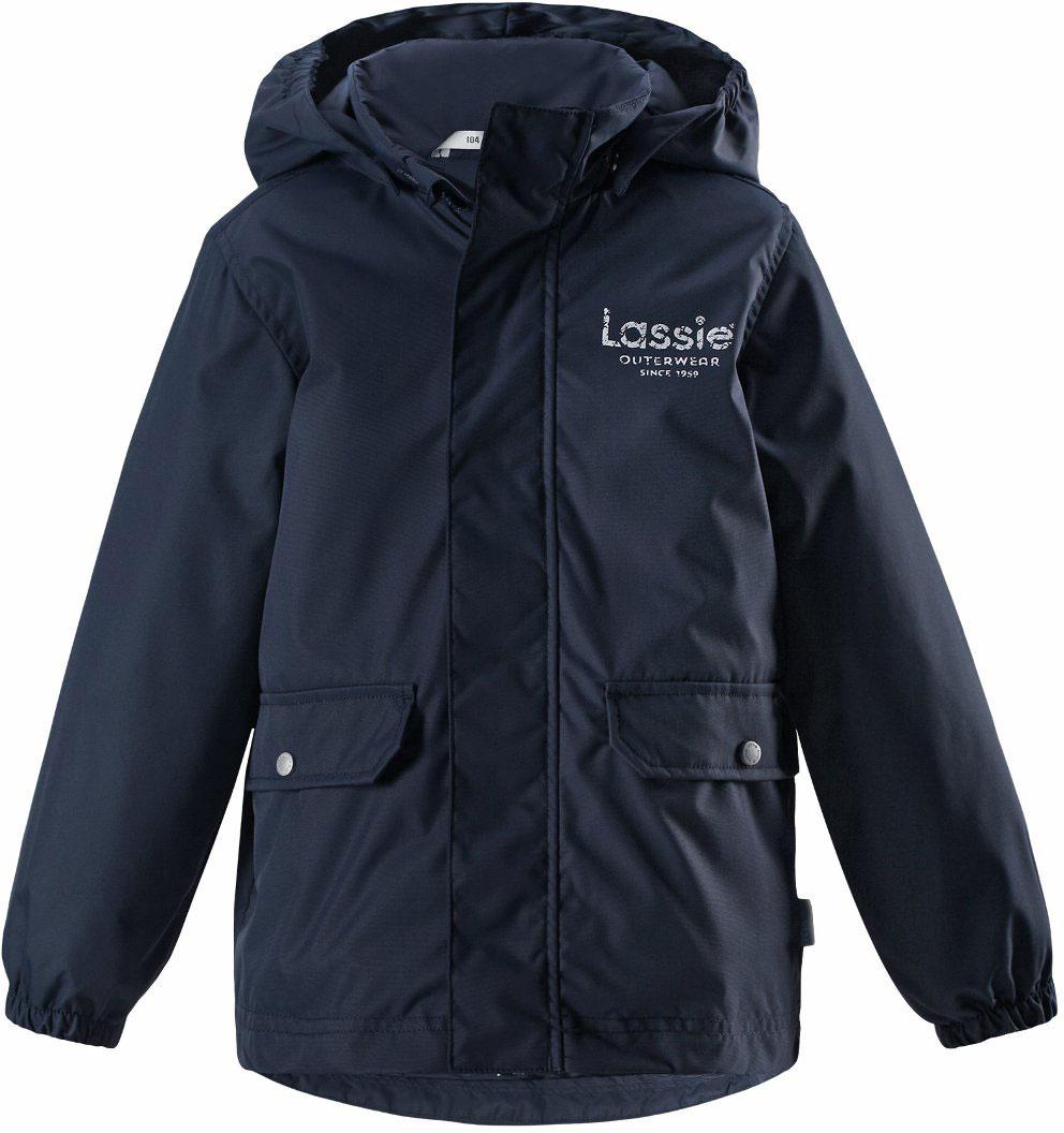Куртка для мальчика Lassie, цвет: синий. 7217296960. Размер 1167217296960Детская куртка Lassie идеально подойдет для ребенка в холодное время года. Куртка изготовлена из водоотталкивающей и ветрозащитной ткани. Материал отличается высокой устойчивостью к трению, благодаря специальной обработке полиуретаном поверхность изделия отталкивает грязь и воду, что облегчает поддержание аккуратного вида одежды, дышащее покрытие с изнаночной части не раздражает даже самую нежную и чувствительную кожу ребенка, обеспечивая ему наибольший комфорт. Куртка застегивается на комбинированную застежку с защитой подбородка, благодаря чему ее легко надевать и снимать. Края рукавов дополнены неширокими эластичными манжетами. Также модель дополнена светоотражающими элементами для безопасности в темное время суток. Все швы проклеены, не пропускают влагу и ветер.