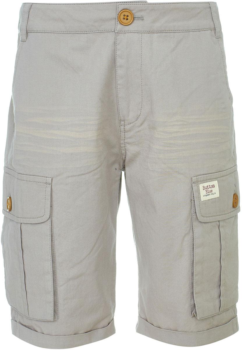 Шорты для мальчика Button Blue, цвет: бежевый. 118BBBC60011100. Размер 152118BBBC60011100Модные шорты на каждый день от Button Blue - вещь, без которой летом не обойтись! Качественная трендовая модель изготовлены из твила - прочной, но мягкой ткани, не деформирующейся при носке. Шорты имеют ширинку на молнии и пояс на пуговице со шлевками для ремня. По бокам шорты дополнены вместительными накладными карманами с клапанами.