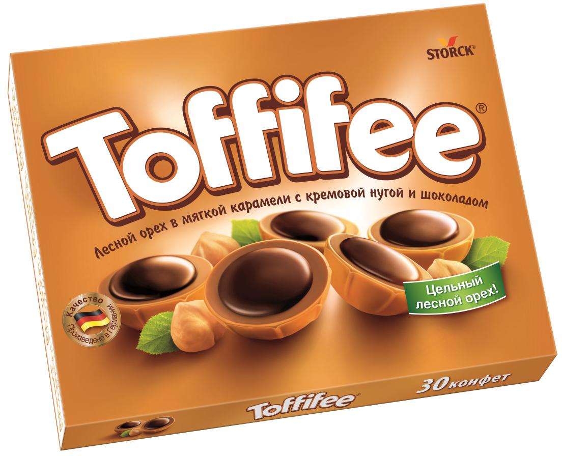 Toffifee конфеты орешки в карамели, 250 г018745-43/46В 1973 году в Германии появляются первые конфеты Toffifee, которые стали и остаются уникальными во всем мире благодаря сочетанию вкуснейших компонентов. Сегодня конфеты Toffifee популярны в более чем 100 странах мира, ведь Toffifee объединили в себе все самое вкусное: отборный цельный лесной орех в чашечке из мягкой карамели, наполненной нежной кремовой нугой и покрытой восхитительным шоколадом.