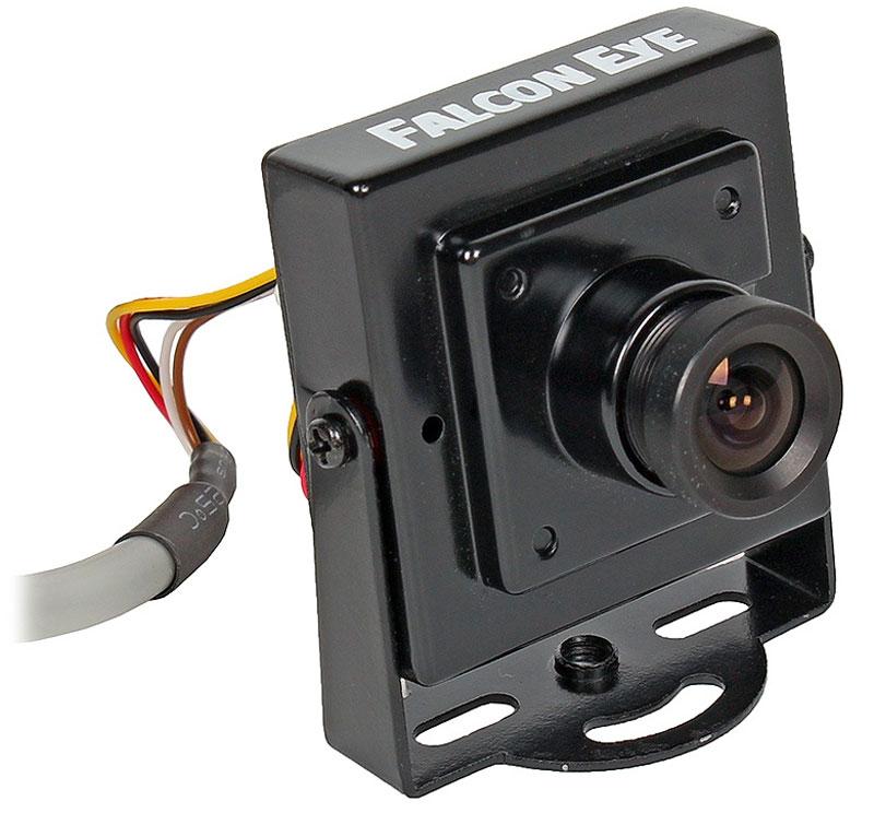 Falcon Eye FE-Q720AHD камера видеонаблюденияFE-Q720AHDКамера Falcon Eye FE-Q720AHD – это малогабаритная квадратная видеокамера позволяющая получить цветноеизображение сопоставимое по качеству с форматом HD. Новая технология AHD реализует уверенную инадежную передачу аналогового видеосигнала высокой четкости на расстояние до 500 метров, без существеннойпотери качества.В Falcon Eye FE-Q720AHD установлена видео матрица 1/2.8 Sony Exmor CMOS IMX225 Super Low Lux, а за надежнуюобработку изображения отвечает процессор NVP2431, обеспечивающий оптимальную работу всех функций.Камера предназначена для размещения внутри помещений, но при этом рассчитана на достаточно широкийдиапазон рабочих температур (от -40С до +50С), что делает ее идеально подходящей, например, для установки вусловиях крайнего севера.
