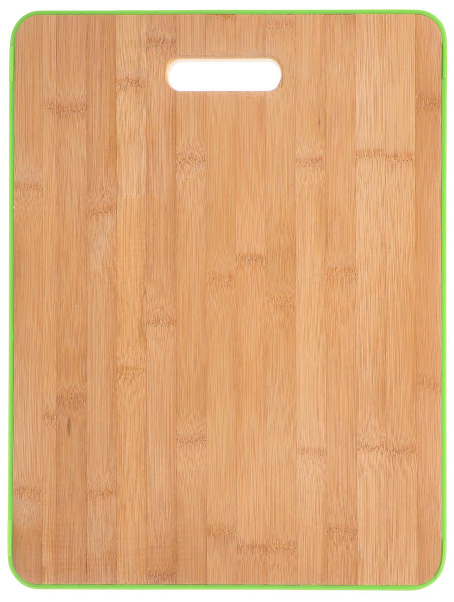 Доска разделочная Attribute Bamboo Silicone, цвет: зеленый, 41 х 31 см. APS041APS041_зеленыйДоска разделочная Attribute Bamboo Silicone изготовлена из бамбука и имеет приятный,естественный цвет. Специальное отверстие в её верхней части позволит подвесить разделочнуюдоску на стену для удобства хранения. Доска из бамбука по праву считается самой надёжной: онаимеет высокую прочность, устойчива к сильным нагрузкам. Используя её, вы не затупите ножи.Разделочная доска не разбухает в воде, не впитывает влагу, устойчива к запахам.