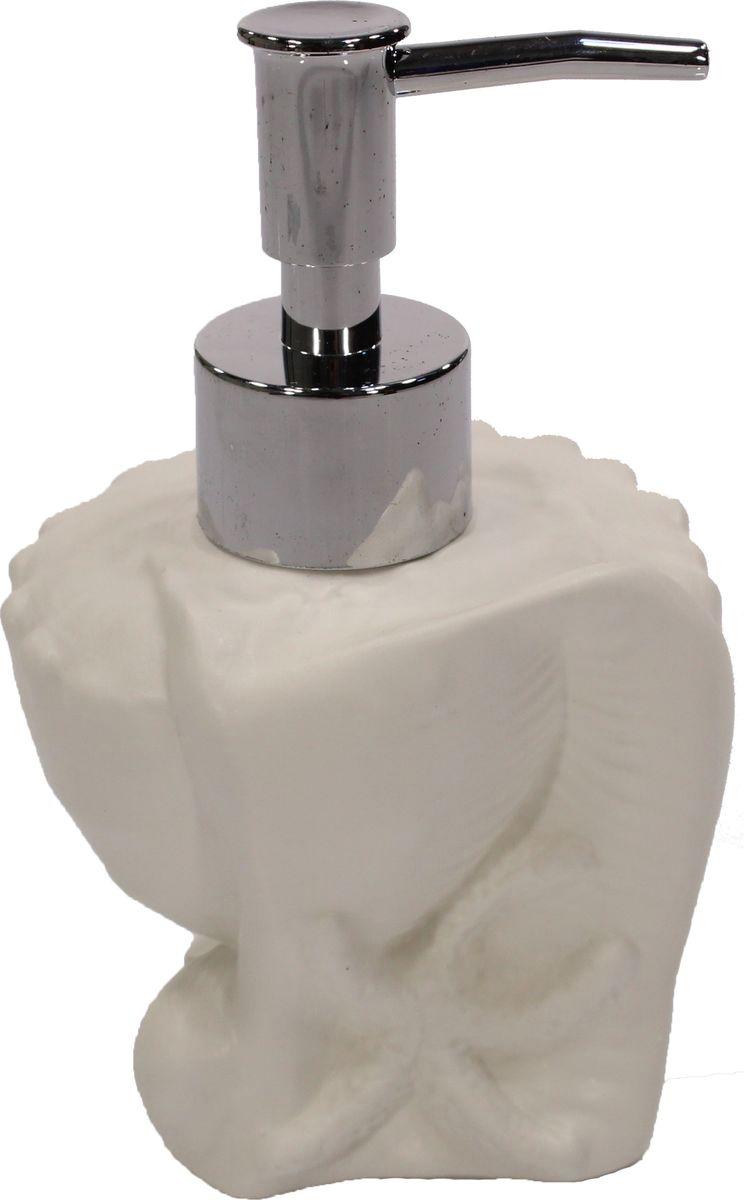 """Дозатор для жидкого мыла """"Olaff"""" станет незаменимым  помощником для проведения ежедневных гигиенических процедур.  Представленная модель изготовлена из керамики и пластика, прочного  материала,  который обезопасит изделие от любых нежелательных воздействий и  повреждений. Стильный универсальный дизайн изделия позволит ему стать  заметным и интересным акцентом в любом интерьере."""