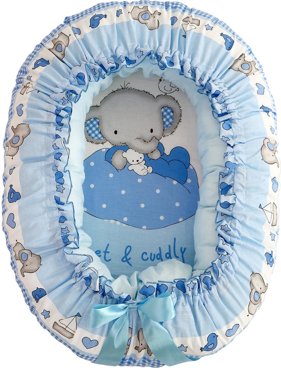Подушка-валик гнездо Слоник Боня цвет голубойЗолотой ГусьПодушка- валик 4-в 1 предназначена для будущей мамы и малыша. Она легко трансформируется из подушки для беременных в уютное гнездышко для малютки до 3 месяцев. Валик может использоваться как подушка для кормления новорожденного, а чехол - как мешок для аксессуаров или игрушек. Подушка выполнена из сатина (100% хлопок), с гипоаллергенным наполнителем (волокна комфорель). Ее форма, умеренная жесткость и размер подойдут для удобного сна будущей мамы. Дальнейшее использование изделия для ребенка тоже безопасно и комфортно. Основание гнездышка (мешок) выполнено из хлопка (бязь) с милым детским рисунком, а вставка-матрасик из полиуретана создаст комфортное засыпание малыша. Атласная ленточка, затянет гнездышко под нужный размер, а бантик завершит милый образ. Это единственная модель на рынке имеющая многофункционал. С данным рисунком на ткани, можно приобрести комплект в детскую кроватку из 7 предметов, что сделает интерьер комнаты малыша более гармоничным и наполненным. Подушка 200х20, Простыня гнездо 57х83х28, наволочка сатин 225х23, вставкка: полиуретан 35х60, ткань -100% хлопок, наполнитель комфорель (волокно п/э)