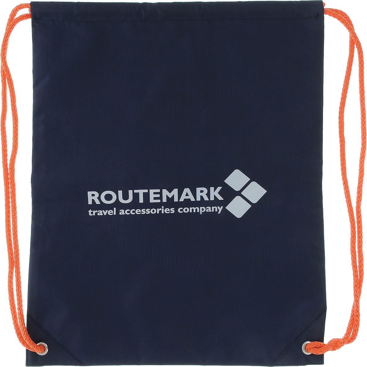 Рюкзак спортивный Routemark, цвет: темно-синий, 43 х 33 см6505Яркий пляжный рюкзак Routemark выполнен из качественного плотного материала. Все необходимое (полотенце,тапочки, купальный костюм, крем для загара, кошелек и телефон) будут всегда с вами. В рюкзаке можно носитьсменную обувь в школу, кроссовки в спортзал или даже ходить с ним в обычный магазин за покупками. Рюкзакзатягивается в верхней части с помощью специального шнурка.
